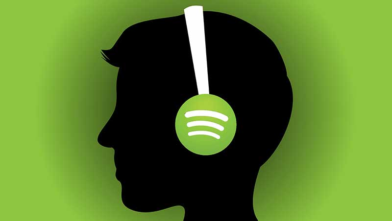 Een minimalistische afbeelding van een hoofd met een koptelefoon met Spotify-logo tegen een groene achtergrond