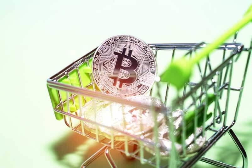 Een winkelwagen vol met Bitcoins