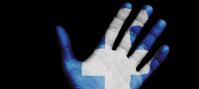 Blauwe hand met een wit kruis