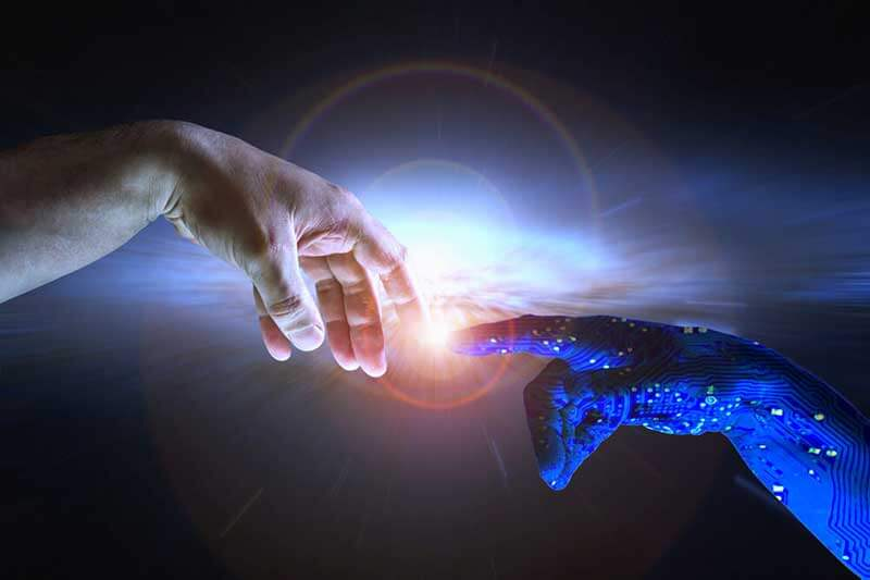 Mensenhand en KI-hand raken elkaar aan