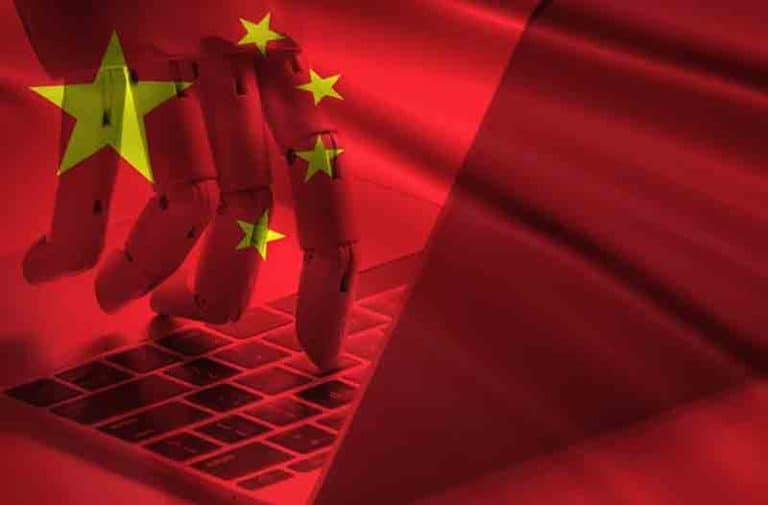 Chinese vlag met vingers die op keyboard typen Chinese flag and fingers typing on keyboard  