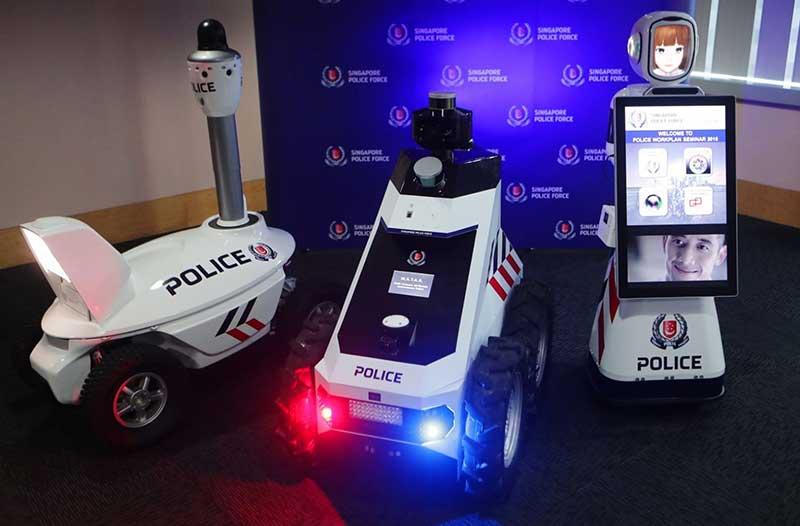 Drie verschillende soorten politierobots op wielen