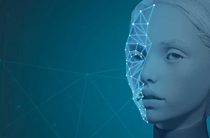 Een wit gezicht van een vrouw met digitale lijnen en punten op de helft ervan tegen een blauwe achtergrond