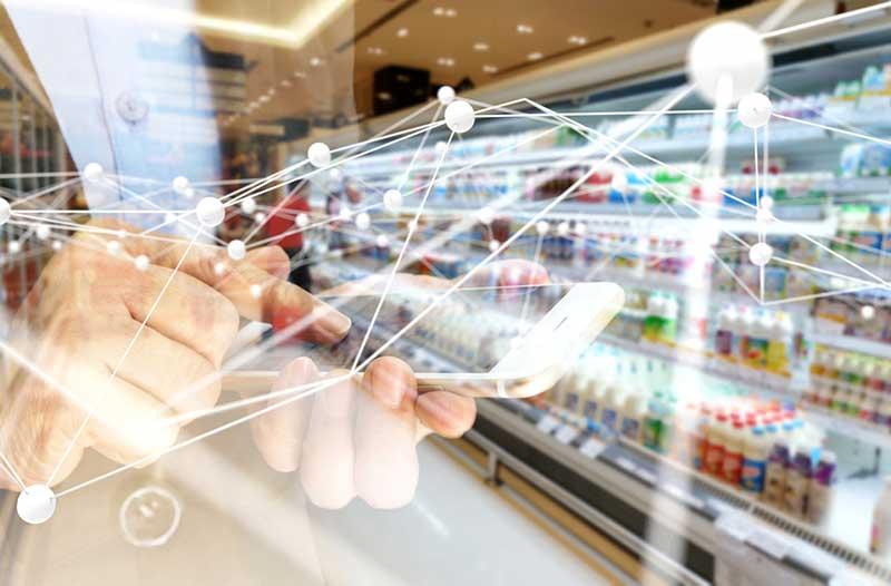 and its expected value in 2023. Infographic showing the major benefits of AR in retail.    Cirkeldiagram met de wereldwijde waarde van AR in retail in 2017 en de verwachte waarde in 2023. Infographic met de voordelen van AR in retail.