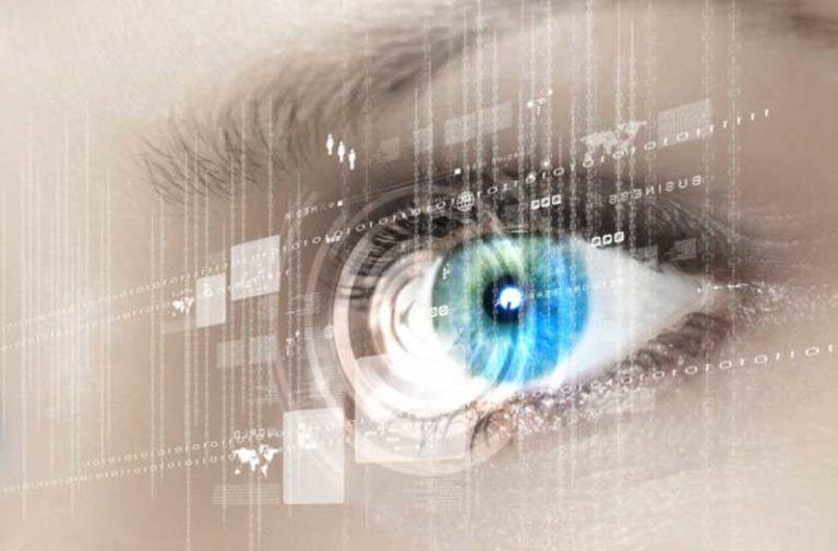 Blauw oog met laag computercode
