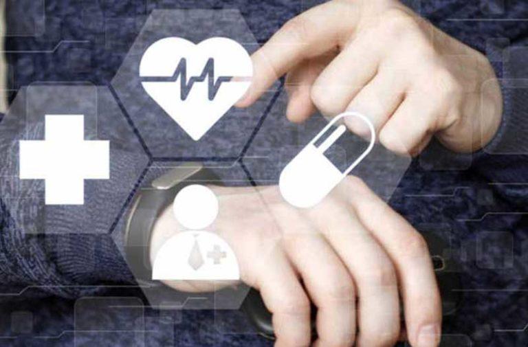 Twee handen met een overlay van medische pictogrammen
