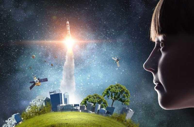 Een kind kijkt naar een raket die opstijgt van een groene planeet met bomen en flatgebouwen