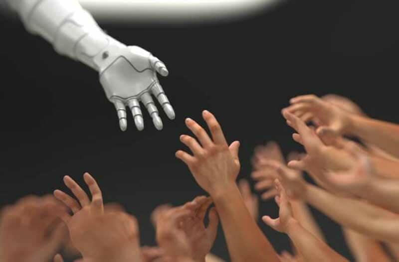 Een witte robothand reikt naar 15 mensenhanden