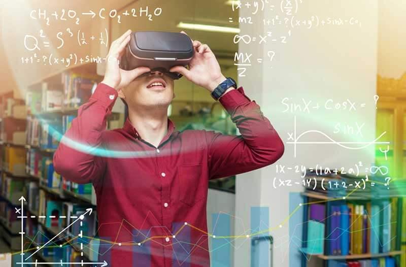 Jongen met virtual reality-headset in een bibliotheek