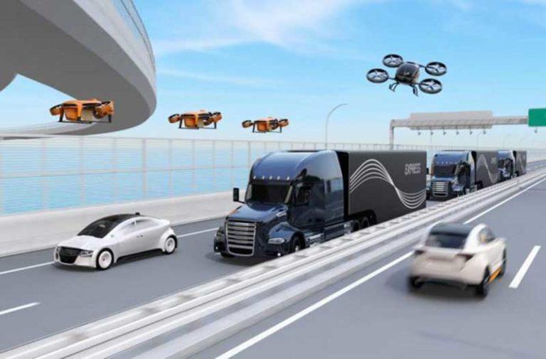 Een futuristische snelweg met auto's, vrachtwagens en drones