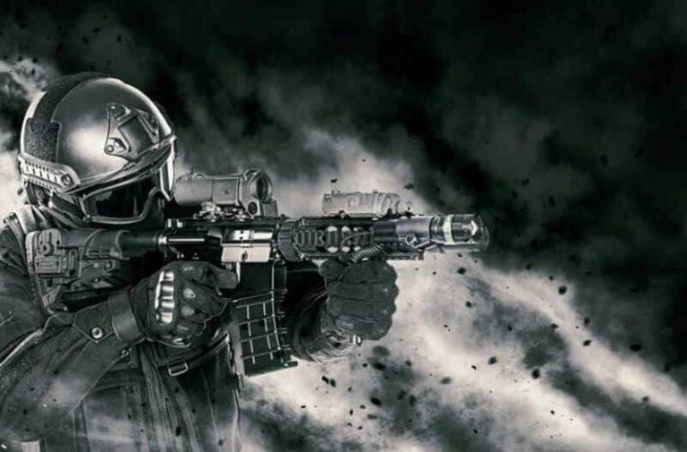 Een zwart-wit foto van een soldaat met een geweer, omgeven door stofwolken