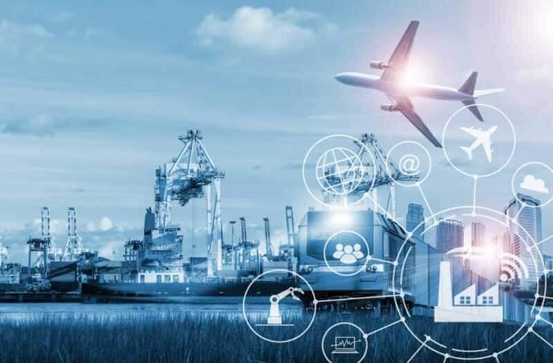 Een trein, vliegtuig en vrachtschepen met digitale logistieke pictogrammen