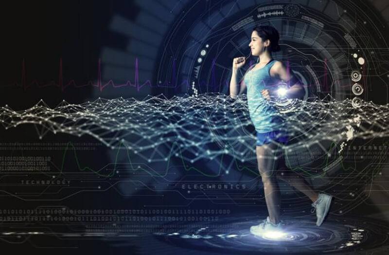 Een rennende vrouw in atletische kleding omringd door datapunten en symbolen