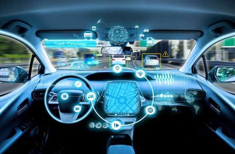 Een auto met lidartechnologie, vanuit de binnenkant gezien, staat op een kruispunt