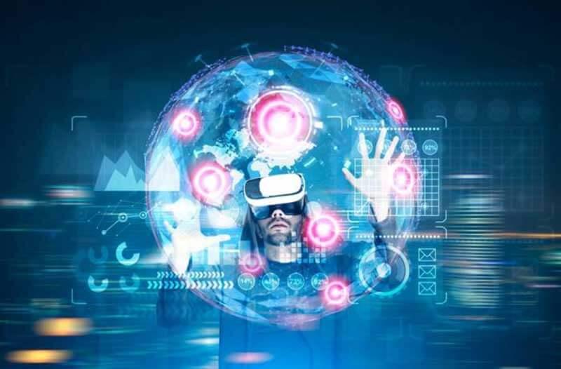 Een man met een VR-headset bedient een holografische interface