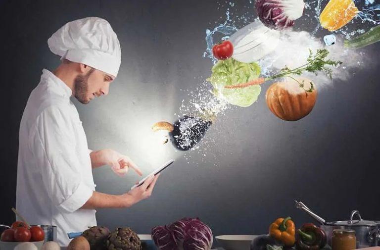 Chef-kok met een smartphone in zijn hand waarboven allerlei soorten groenten zweven
