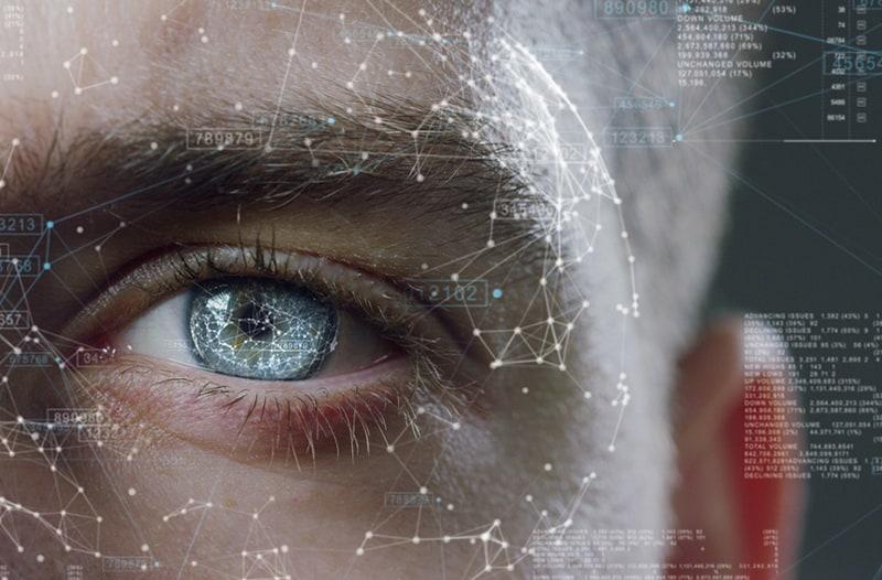 Een afbeelding van een blauw oog omringt door informatie datapunten
