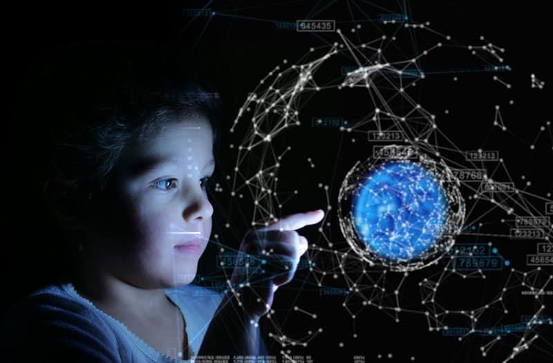 Een kind wijst naar een blauwe lichtgevende bol omringd door datapunten en lijnen