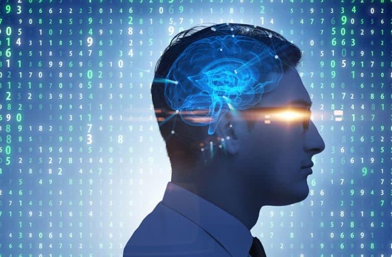 Een profiel van een menselijk hoofd waarop een digitale afbeelding van een brein te zien is.